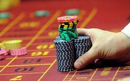 Делает ставки в казино слот казино куш