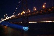 The Cat Signal на мосту Сан-Франциско